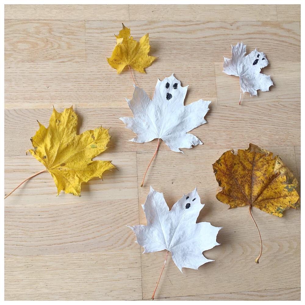 Spøkelsesblader spøkelse maling dit Halloween småbarn kids barnehage svamp pensel motorikk aktivitet forming lek natur naturen farger