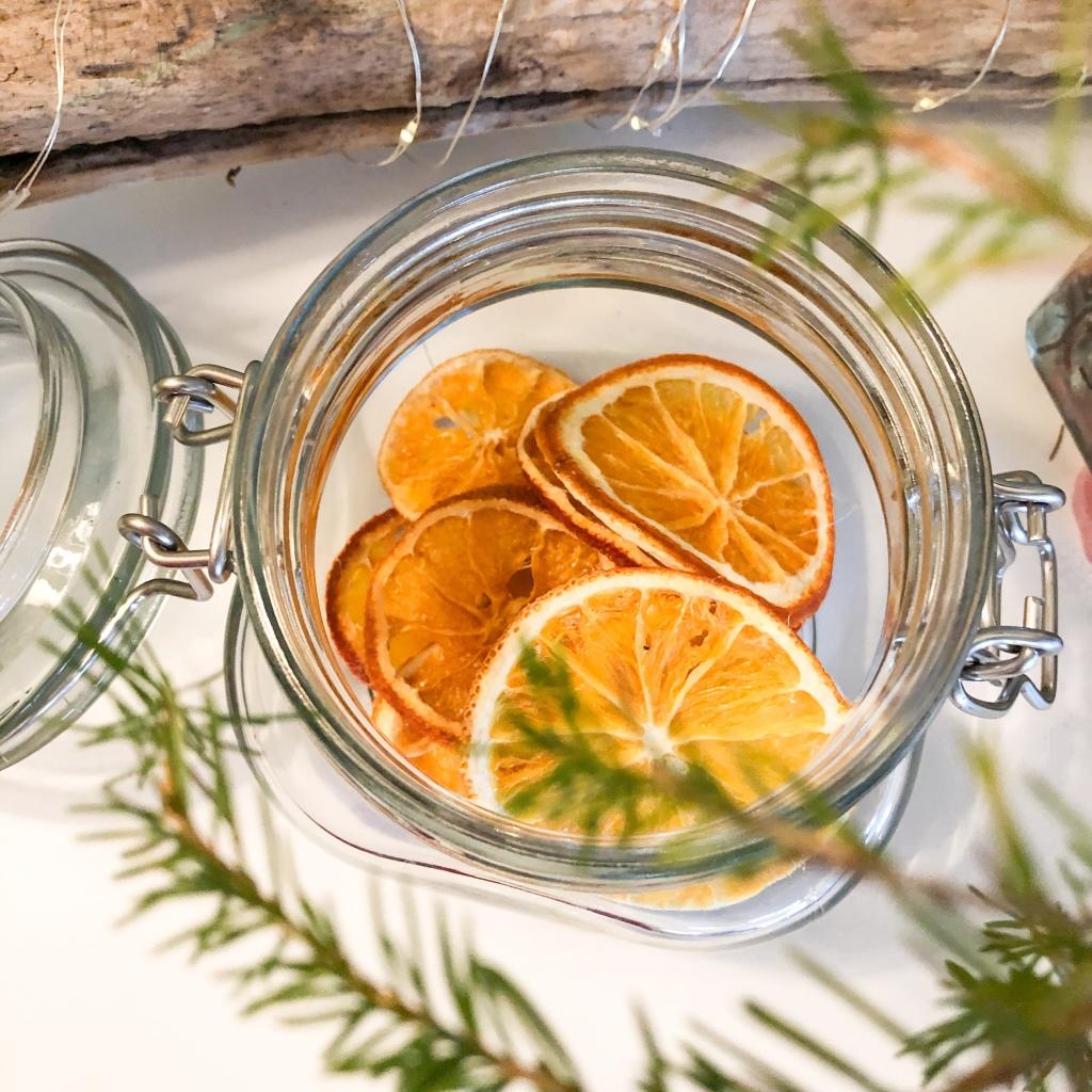 Diy jul appelsin tørke tørket  juleverksted ovn  varmluft dekorasjon pynt gaver pakker